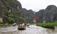 Boat trip in Ngo Dong River to visit Tam Coc - Halong Bay on Land