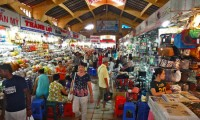 Hustling and bustling atmosphere in Ben Thanh  market