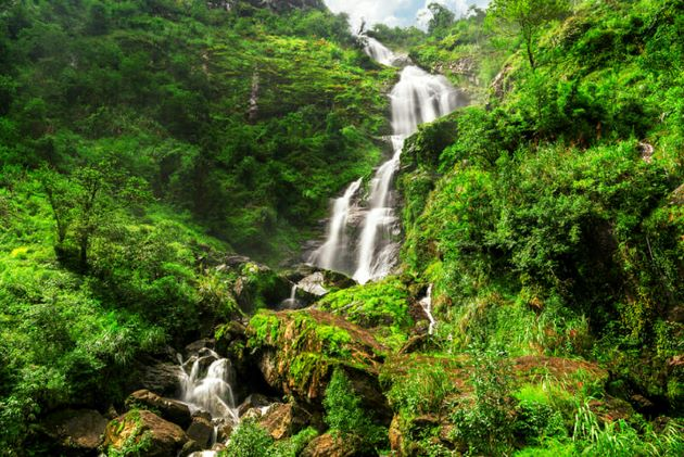 visit silver waterfall in sapa