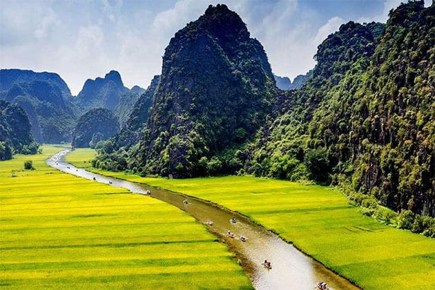 Boat trip along Ngo Dong River