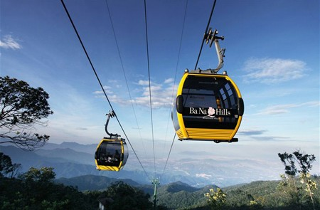 Cable car over Ba Na Hill