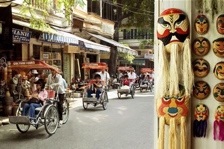 Cyclo tour around Hanoi Old Quarter