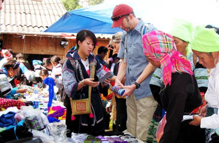 Shopping in Y Linh Ho Village