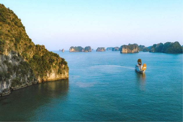 explore halong bay by cruise ship