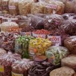 shopping at han market in danang