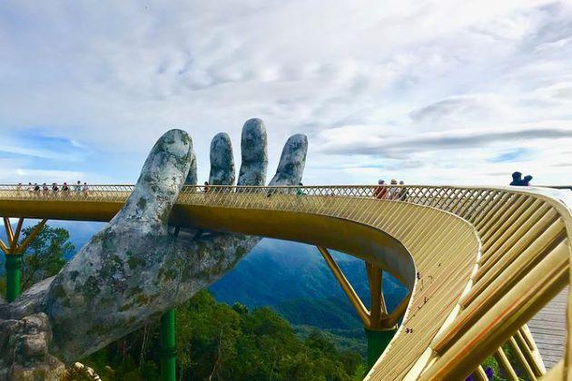 the golden bridge in danang