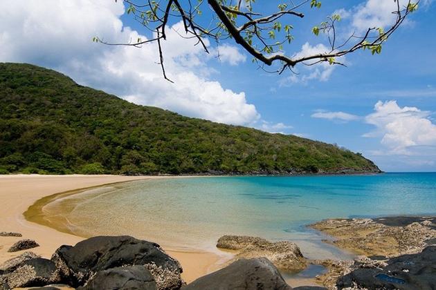 Dam Trau Beach Con Dao
