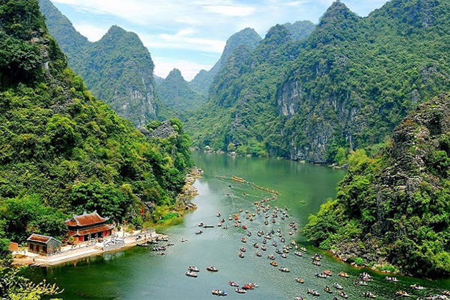 Trang An Scenic Landscape Vietnam Holiday
